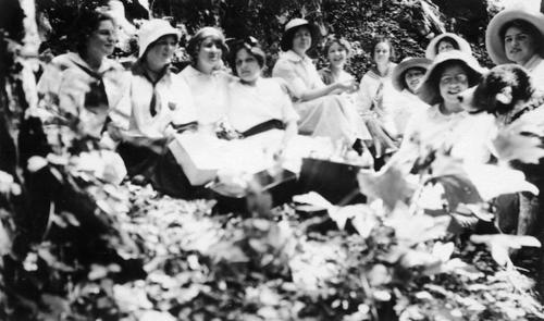 Baptist Sunday School picnic at Glen Ivy. Carol Jameson on the far right and Eloise Jameson 5th from the right.