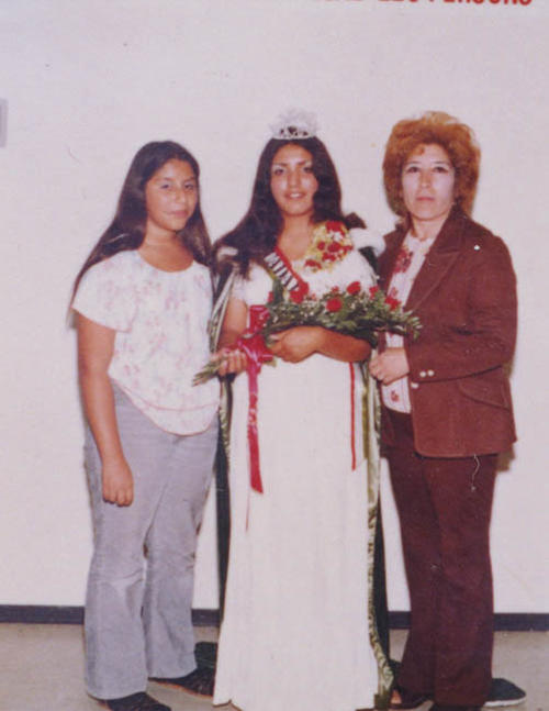 Elizabeth Navarro - Mexican Independence Day Queen, with her mom and her sister.