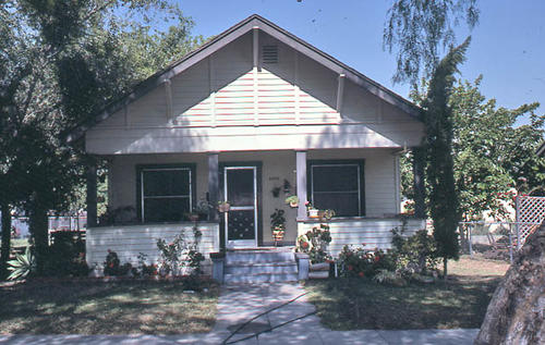 This color slide is of the house at 1006 S. Belle Avenue. The front view of the home is shown. - SLIDE CONDITION:  Good.