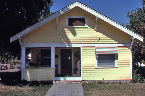 This color slide is of the house at 1010 S. Belle Avenue. A close-up of the front of the home is shown. - SLIDE CONDITION:  Good. (Slide BUI-RES 0133 is similar to this slide.)