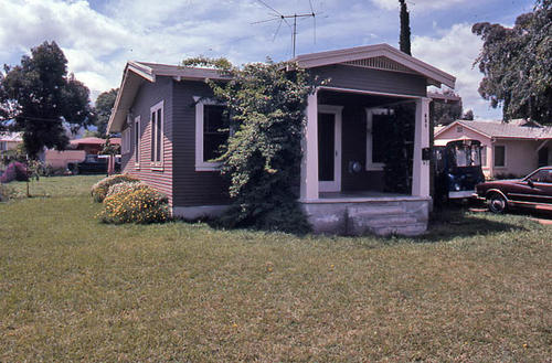 This slide is of the residence at 834 W. 7th Street.   The structure was built in 1927.  Additional information is in the building survey file. - This photograph was taken in December 1984. - SLIDE CONDITION:  Good.