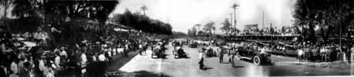 Photo of the crowd at the Corona Road Race 1913.