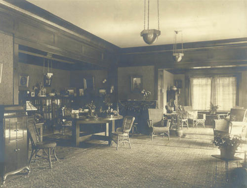 Living room of 1127 E. Grand