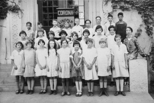Sixth grade in front of Lincoln School. Teacher: Miss Smith.